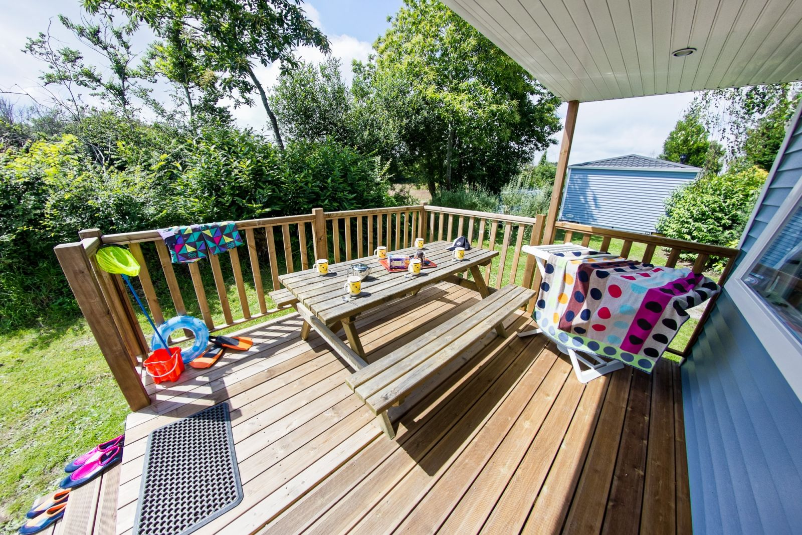 sunelia family terrasse semi couverte mobil home 3 chambres. Black Bedroom Furniture Sets. Home Design Ideas